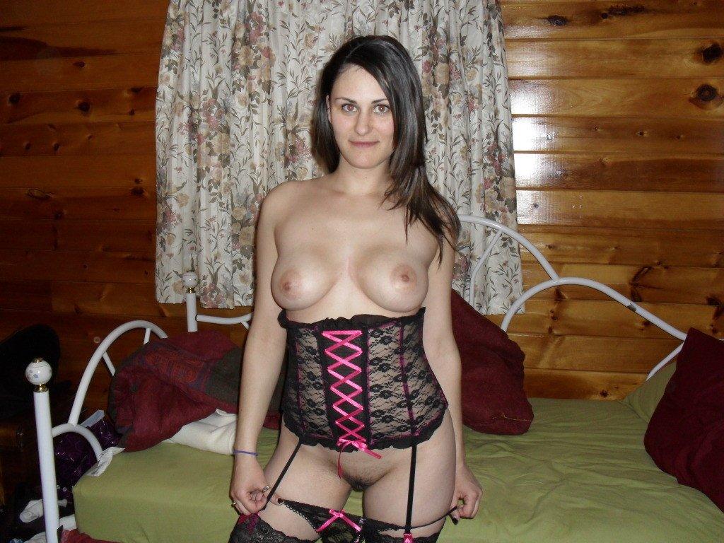 Обычные симпатичные девушки, которые решили показать свои тела всем пользователям порно сайта