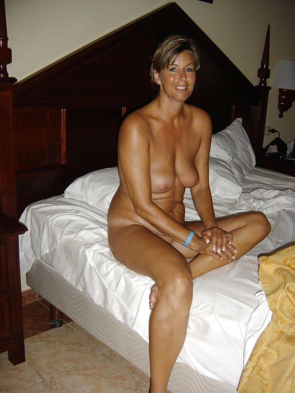 Casual moms nude