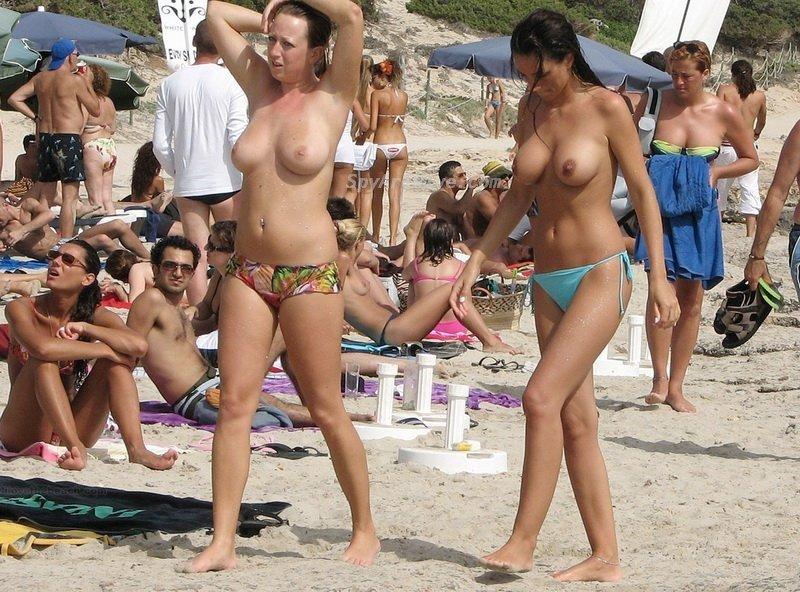 Голые Нудисты На Пляже Топлесс