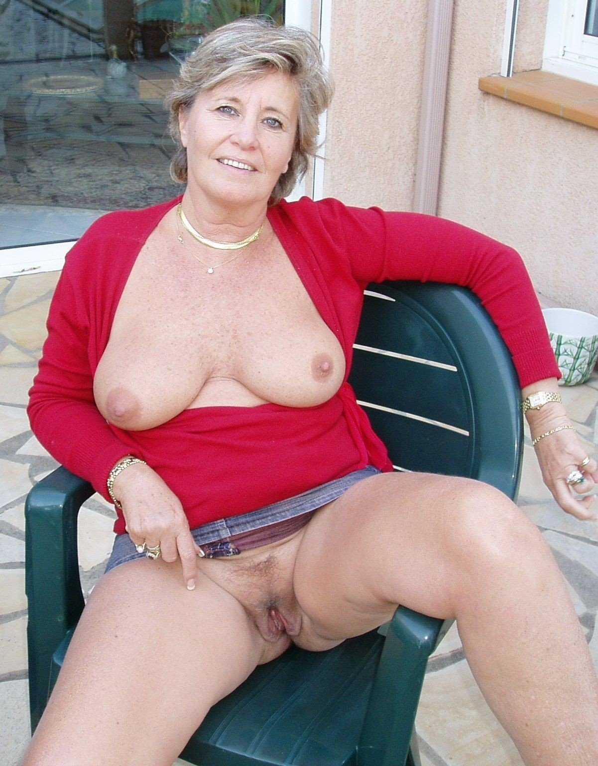 Pin on sexy older women