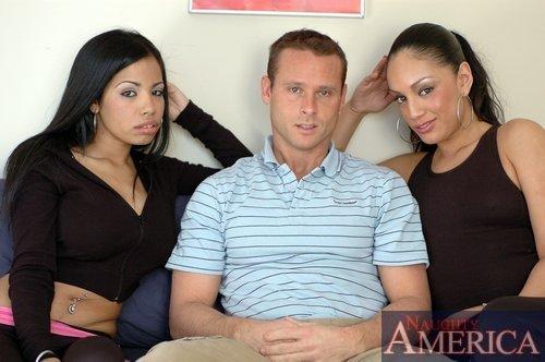 Лесбиянки пригласили парня, чтобы заняться оргией ЖМЖ, парень всегда хотел натянуть двух кисок на свой член