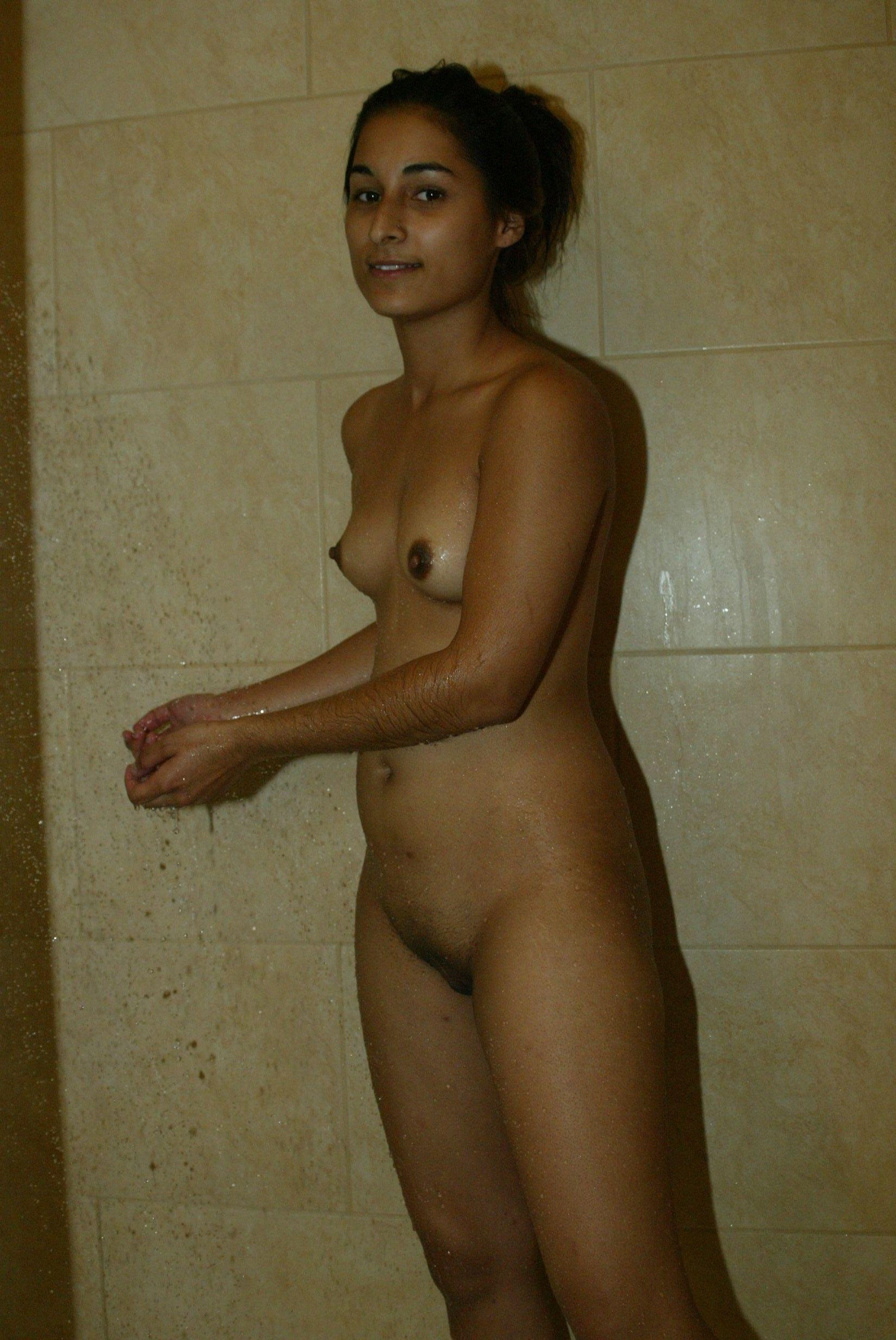 Naked Uae Girls Pictire