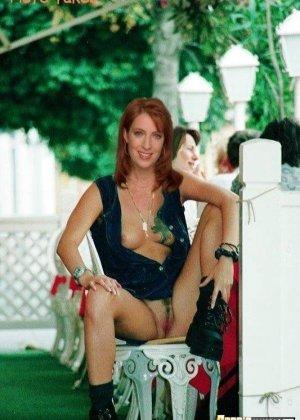 Рыжеволосая телка Monica Lierhaus мастурбирует дырочки секс игрушками