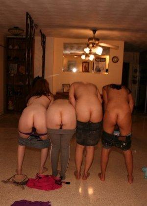 Девушки устраивают эротичную вечеринку, на которой они устраивают тщательный осмотр друг друга