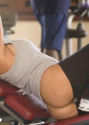Женский теннис – сексуальный спорт, особенно когда телки поднимают ракетки и оголяют свои груди