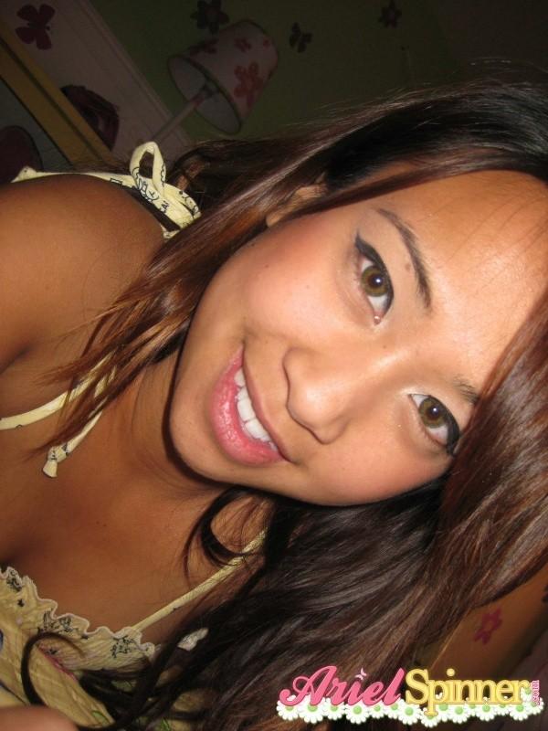 Голая азиатка с волосатой пиздой
