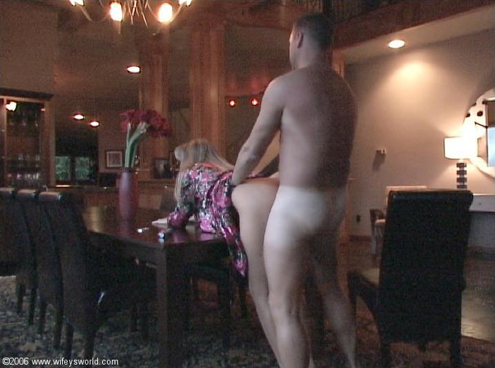 Классическая ебля элегантной блондинки с мужем
