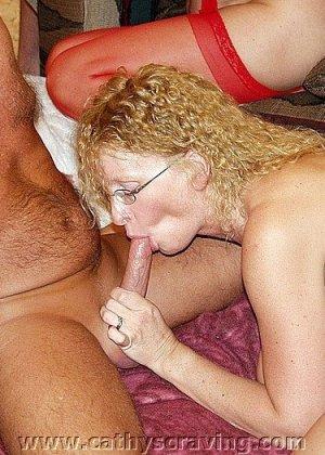 После оргии две жены обмениваются спермой
