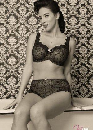 йелена Йенсен в черно-белых фото