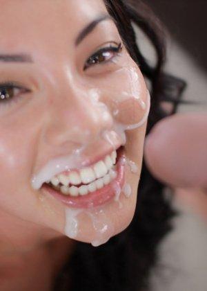 Кончил на лицо красивой азиатке
