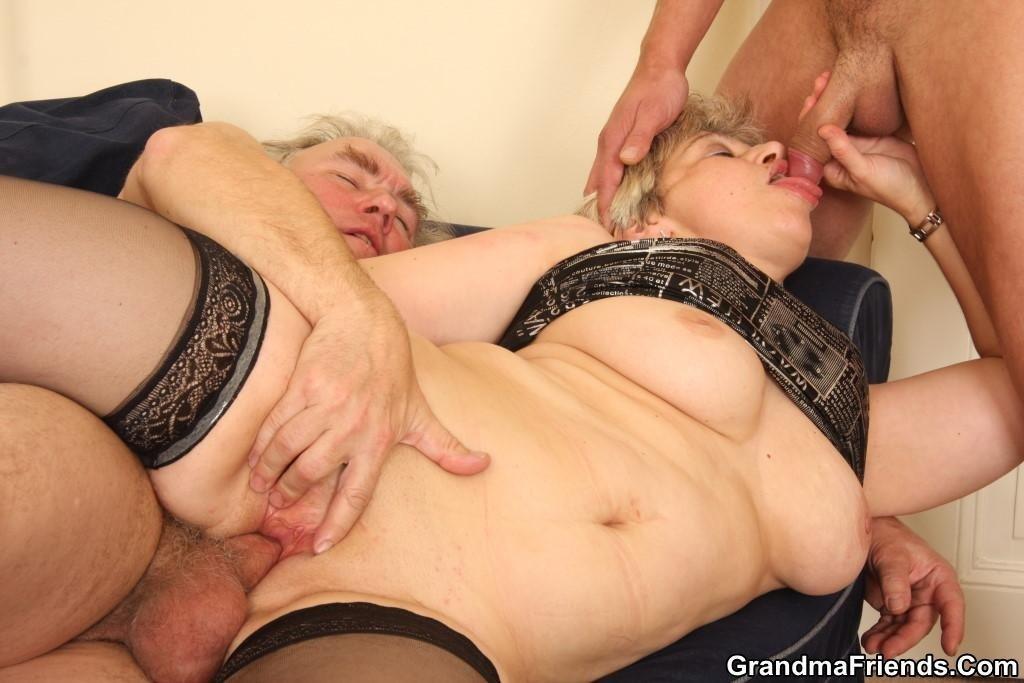 Секс Пожилых Женщин С Молодыми