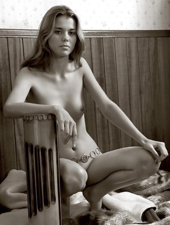 Чернобелые эро фото голых дам