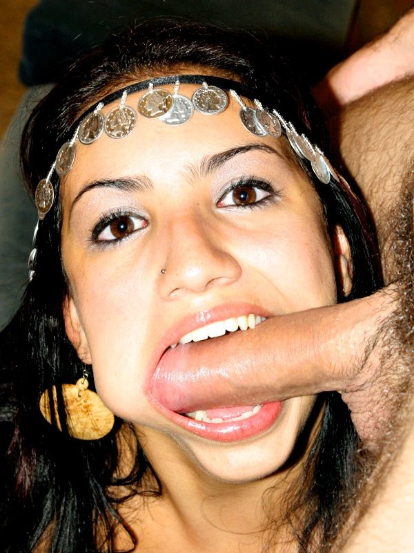 Дал за щеку арабке