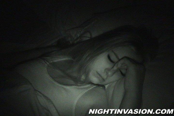 Завафлил спящую