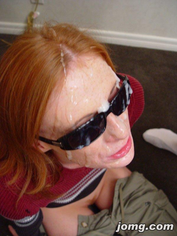 Рыжая минетчица в очках