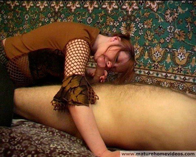 Пьяная баба пососала у почти спящего собутыльника