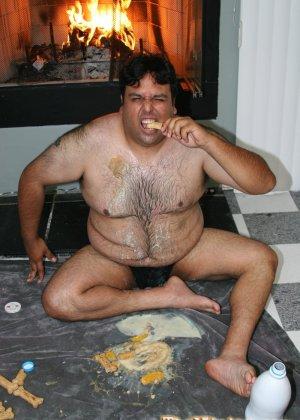 Худая женщина трахается с толстяком