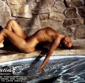 Эро ретро фото у бассейна