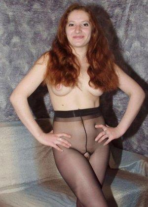 Молодая жена в колготках с дыркой между ног
