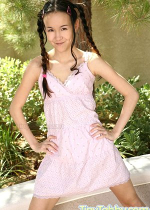Молодая азиатка с мини сиськами