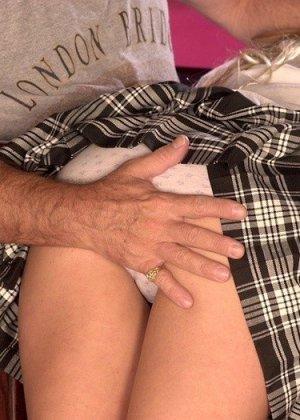 Старик отшлепал молодую бабу