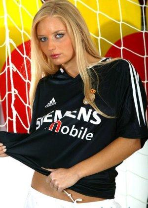 Блондинка футболистка