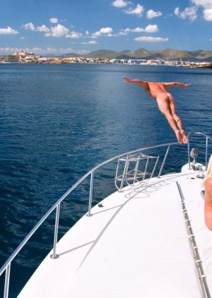 Веселая групповушка на яхте