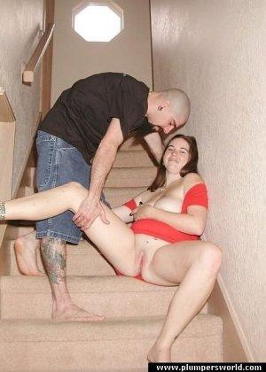 Секс на лестнице неформальной парочки