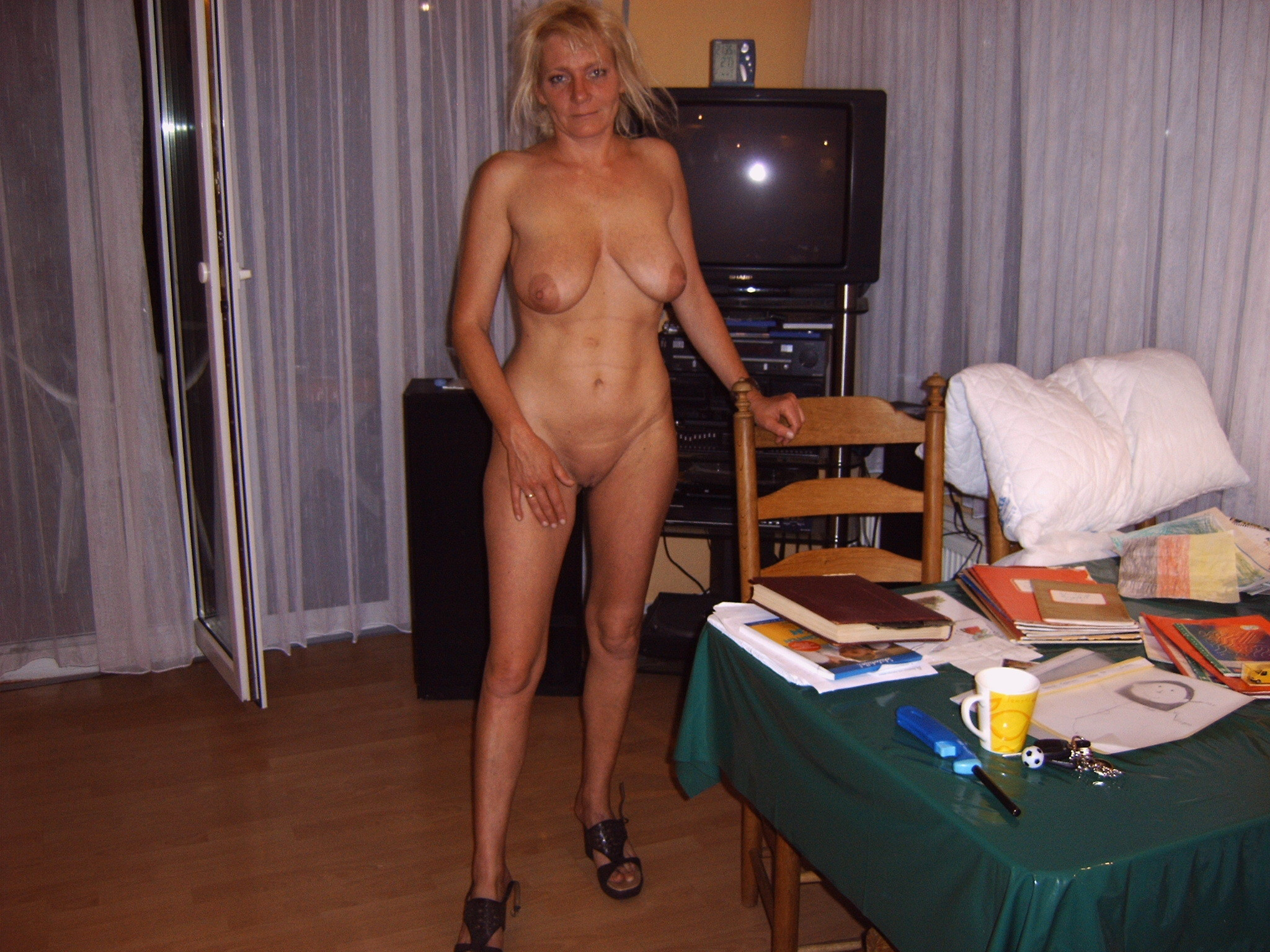 amateur-milf-striptease-video-milf-naked-awesome