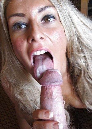 Стройная блондинка любит сосать у мужа и глотать его сперму