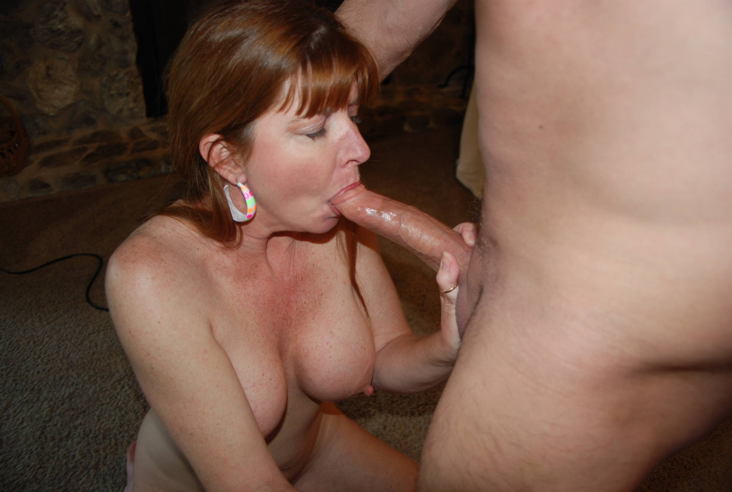 Wife gives blow jobs photo free