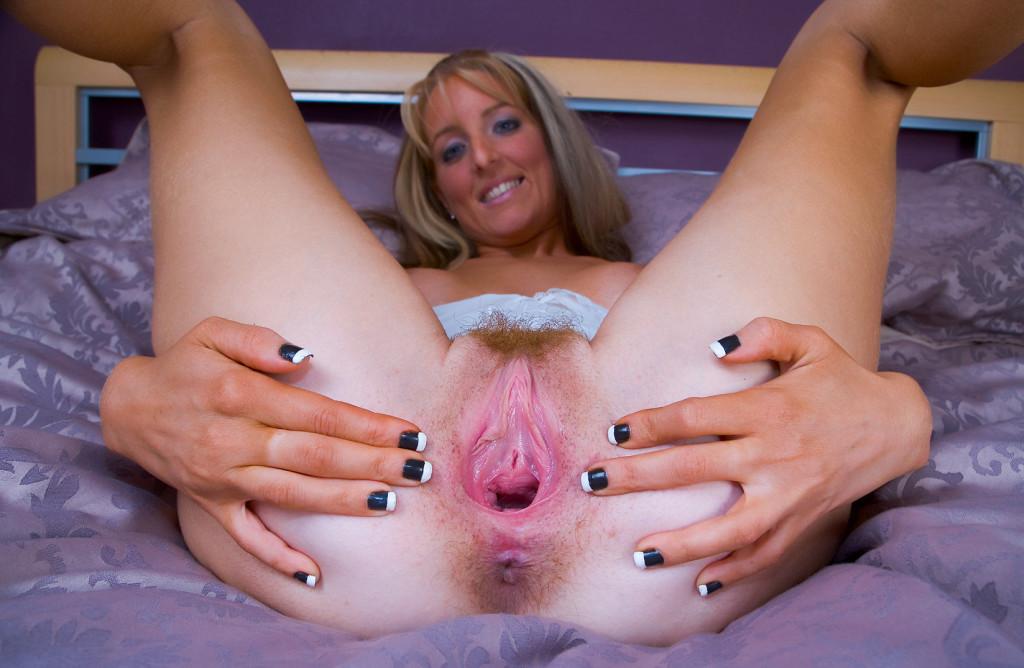 Sexy Slim Girl Kristinaslut Showing Her Big And Loose Gaping Pussy