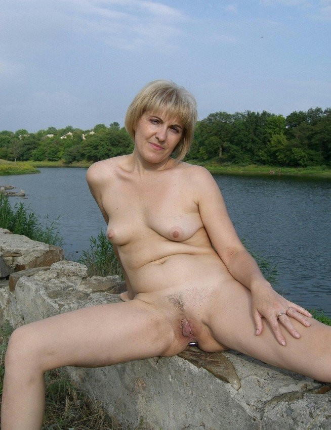 Beautiful milf in glasses gives oral