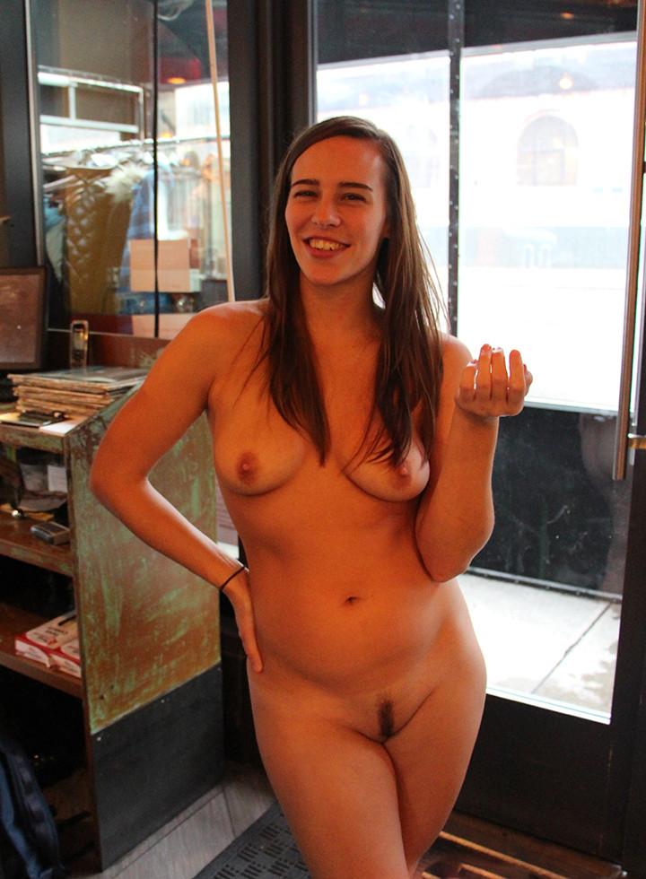 Девушка из Нью-Йоркского клуба нудистов