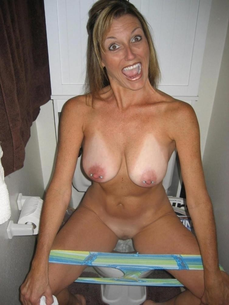 Naked hot young milf — img 2