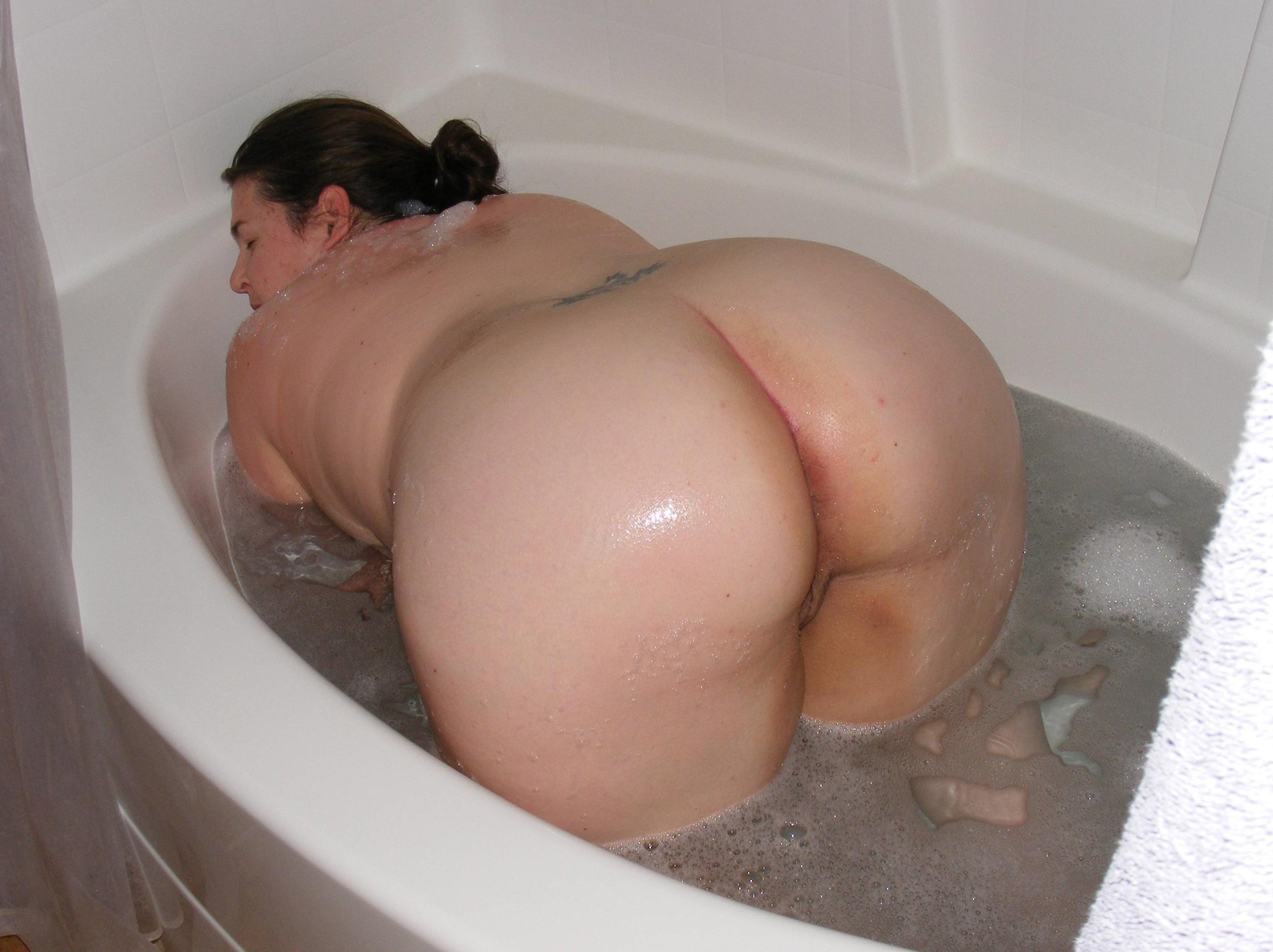 Big ass milf taped in the shower when touching her