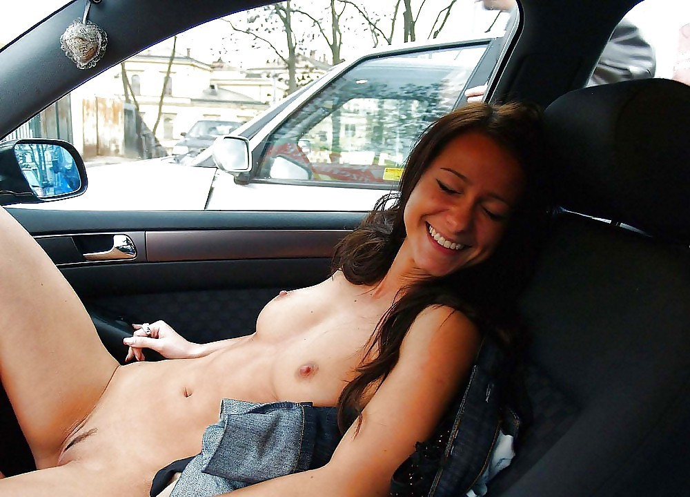 Horny amateur pussy flashes nude in the car