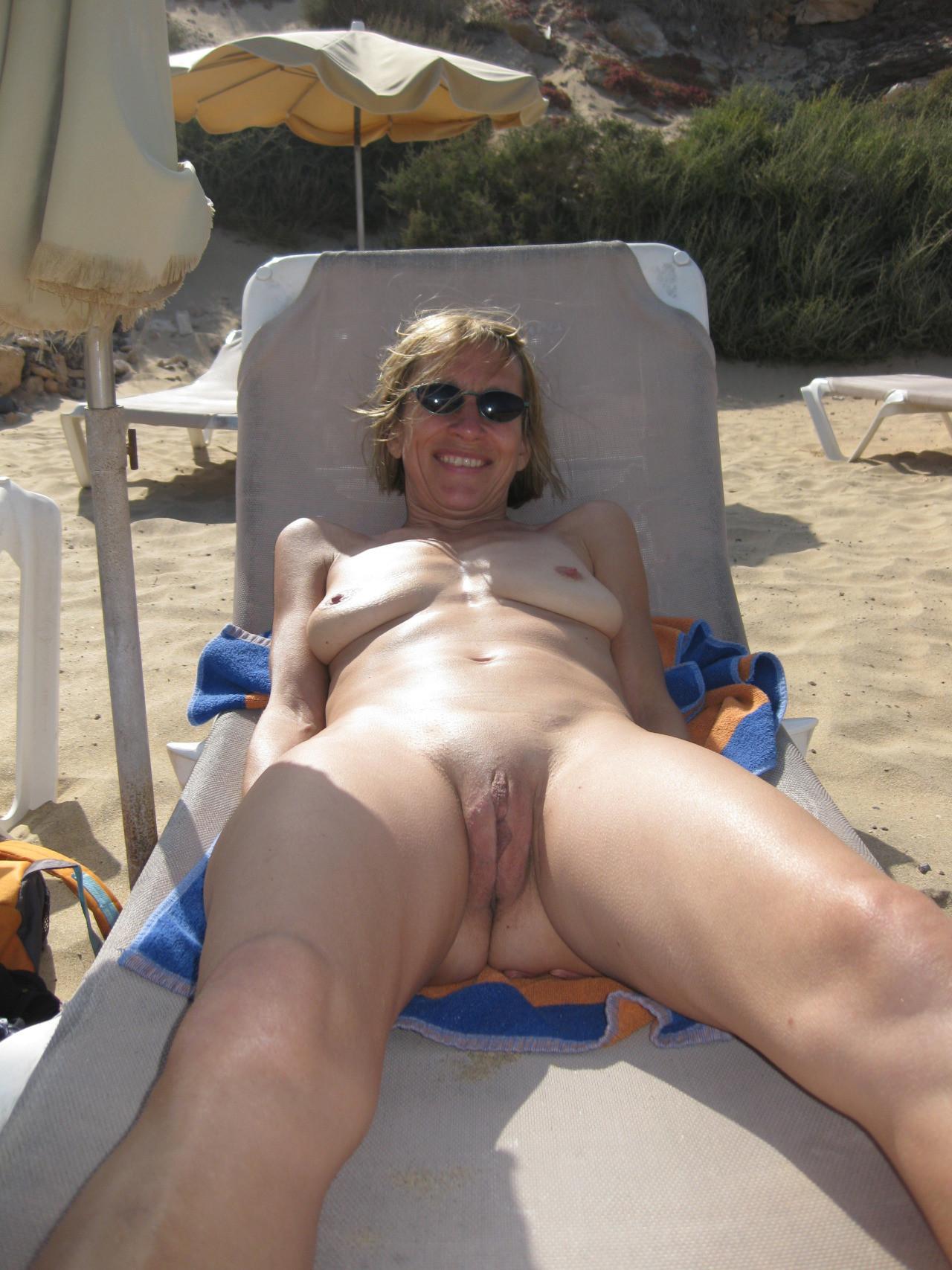 naked-mature-beach-moms
