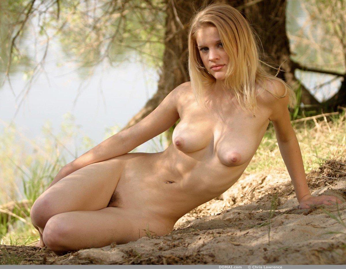 Blonde nude domai mariah