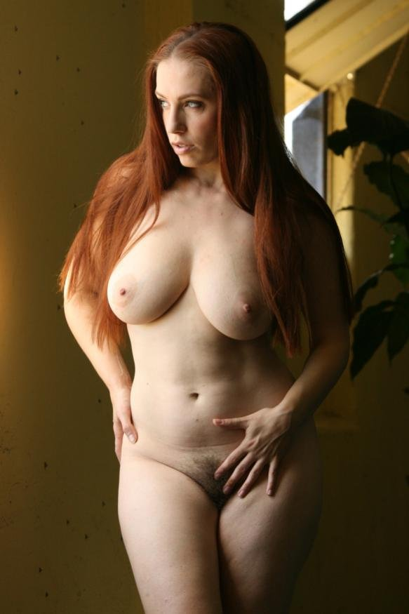Spying On A Naked Curvy Woman In The Bathroom