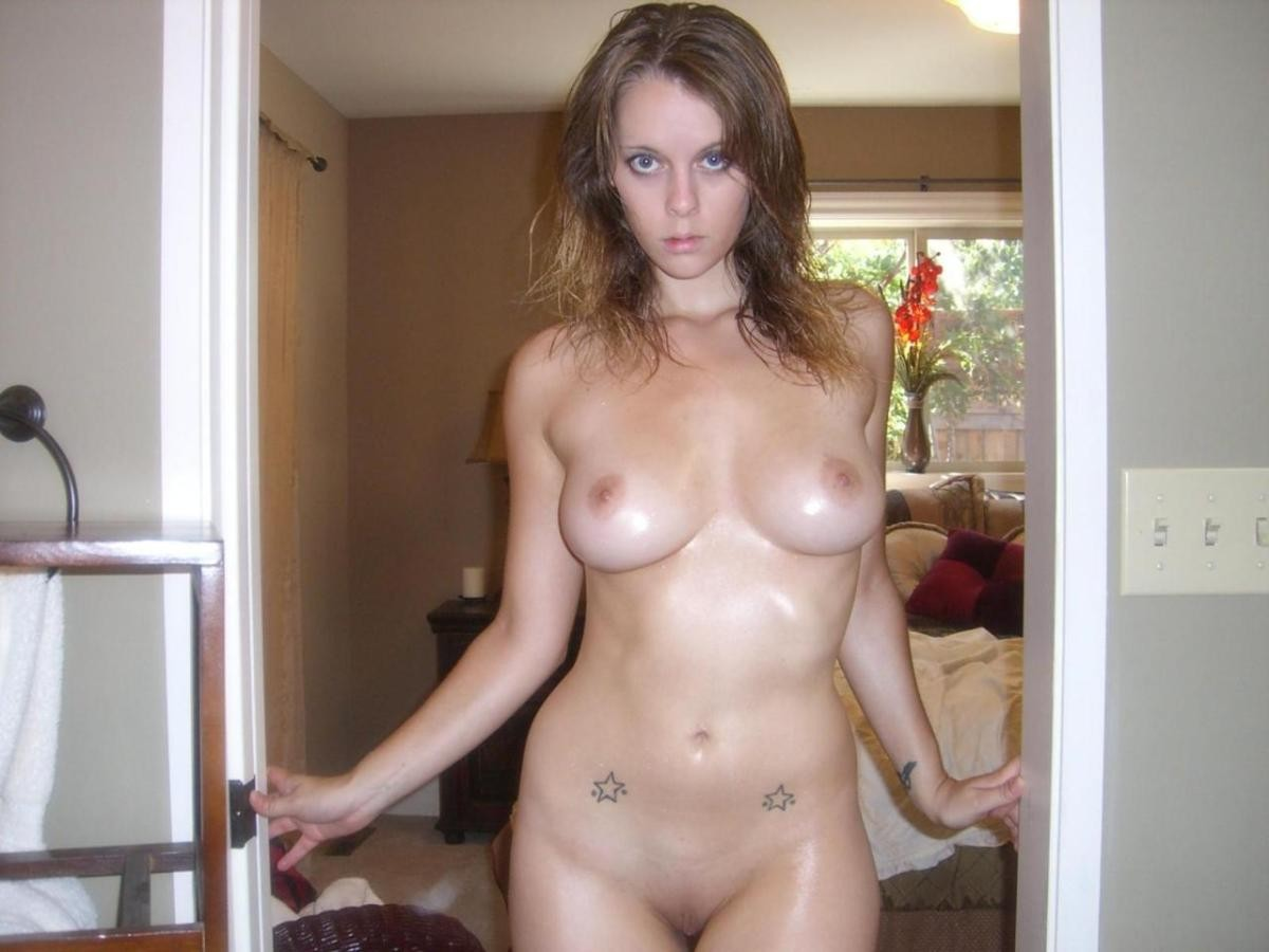 Cute amateur girl shows her beautiful naked body