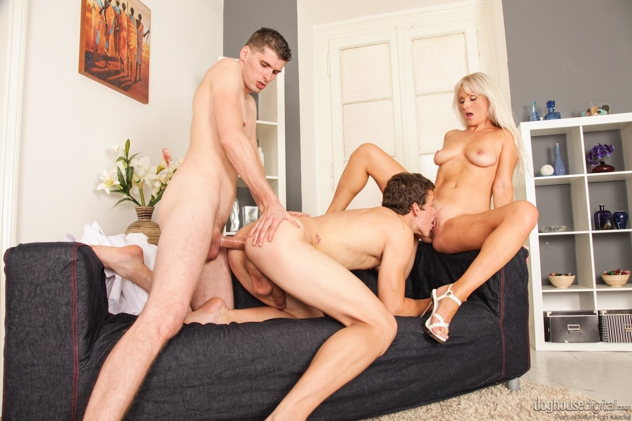 Bisexual threeway porn