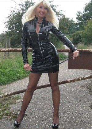 Яркая блонда может быть как пушистым нежным ангелочком, так и строгим и похотливым демоненком