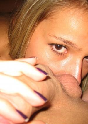 Девушка сосет и вылизывает все у своего парня