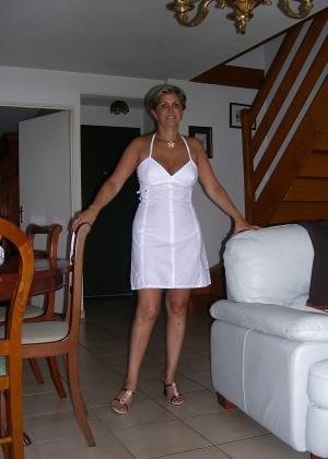 Пожилая стройная француженка Агнес
