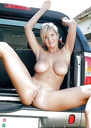 Голые в машине - подборка 001