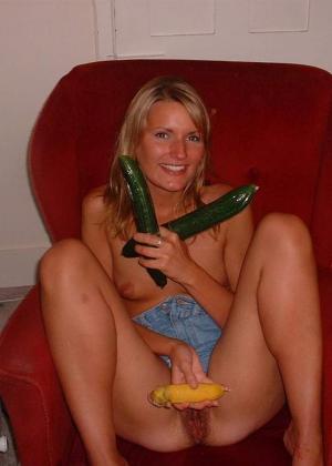 Красивая блондинка сосет у мужа только по праздникам, когда выпьет