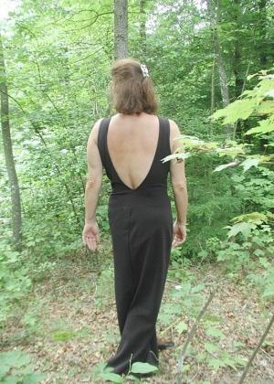 Решил развлечься со своей женой в лесу
