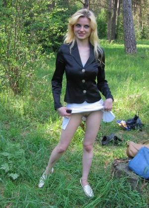 Русская проститутка Нина делает минеты в парке