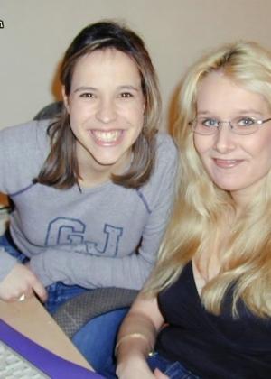 Домашние порно фотографии молодой брюнетки и грудастой блондинки